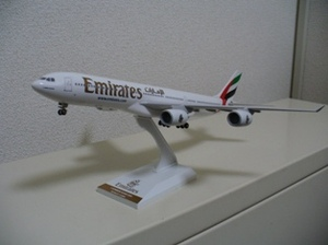 Emirates_a340500
